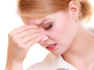 Постоянно чихаю, болит голова, заложенность носа, насморк