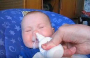Ребенок хрюкает носиком когда ест
