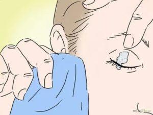 Мизерная капля клея момент попала в нос