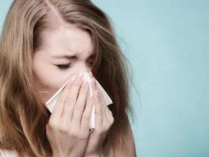 Боль, зуд в ушах и першение в горле