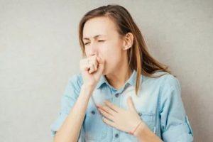 Сухой кашель до рвоты, спазмы в гортани, першение