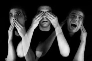 Слуховые и зрительные галлюцинации, бессонница, страх от галлюцинаций