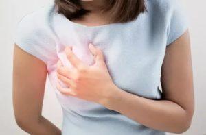 У 10 летней девочки боль в груди