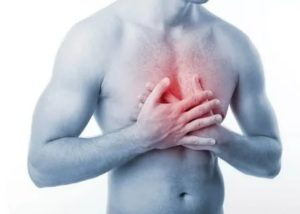 Тяжесть в груди с отдачей в спину. Сердцебиение. Тяжело дышать
