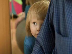 Ребенок боится всех чужих людей