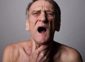Проблемы с дыханием, трудно глотать, паника